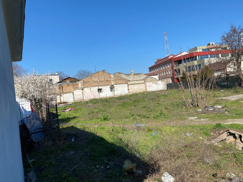 teren situat  in zona Centrala - CASA DE CULTURA