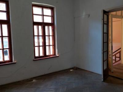 casa boiereasca demolabila/ renovabila, situata in Centru - TOMIS MALL,