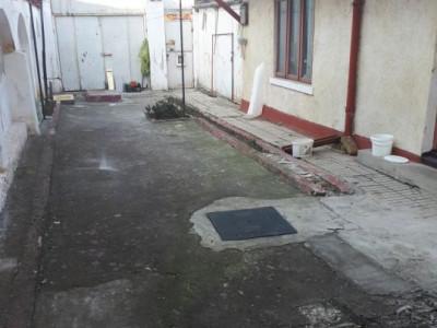 casa batraneasca, renovabila sau demolabila, situata in zona  CASA DE CULTURA
