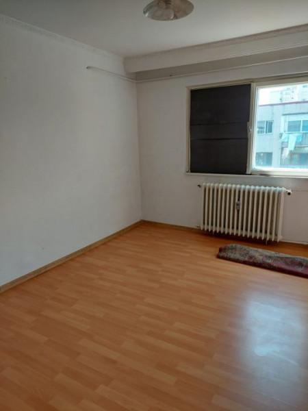 apartamentul situat in zona CET