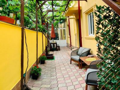 apartament situat in vila, in zona FALEZA NORD - 3 PAPUCI,