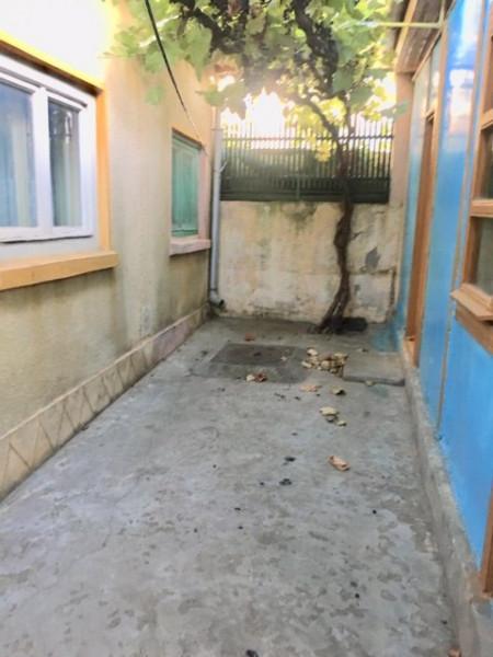 casa batraneasca situata in zona DELFINARIU,